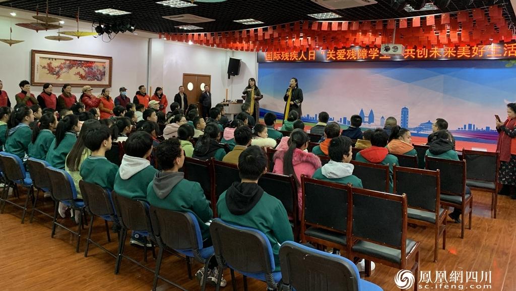 """泸州这场""""国际残疾人日""""活动,让聋哑学生们很开心"""