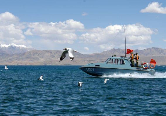 班公湖上的解放军快艇