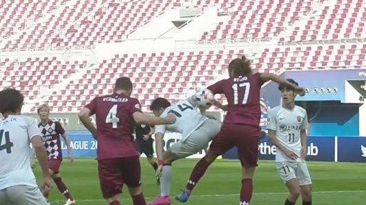 GIF:维尔马伦禁区头球解围顶到菊池流帆胳膊,裁判未判点