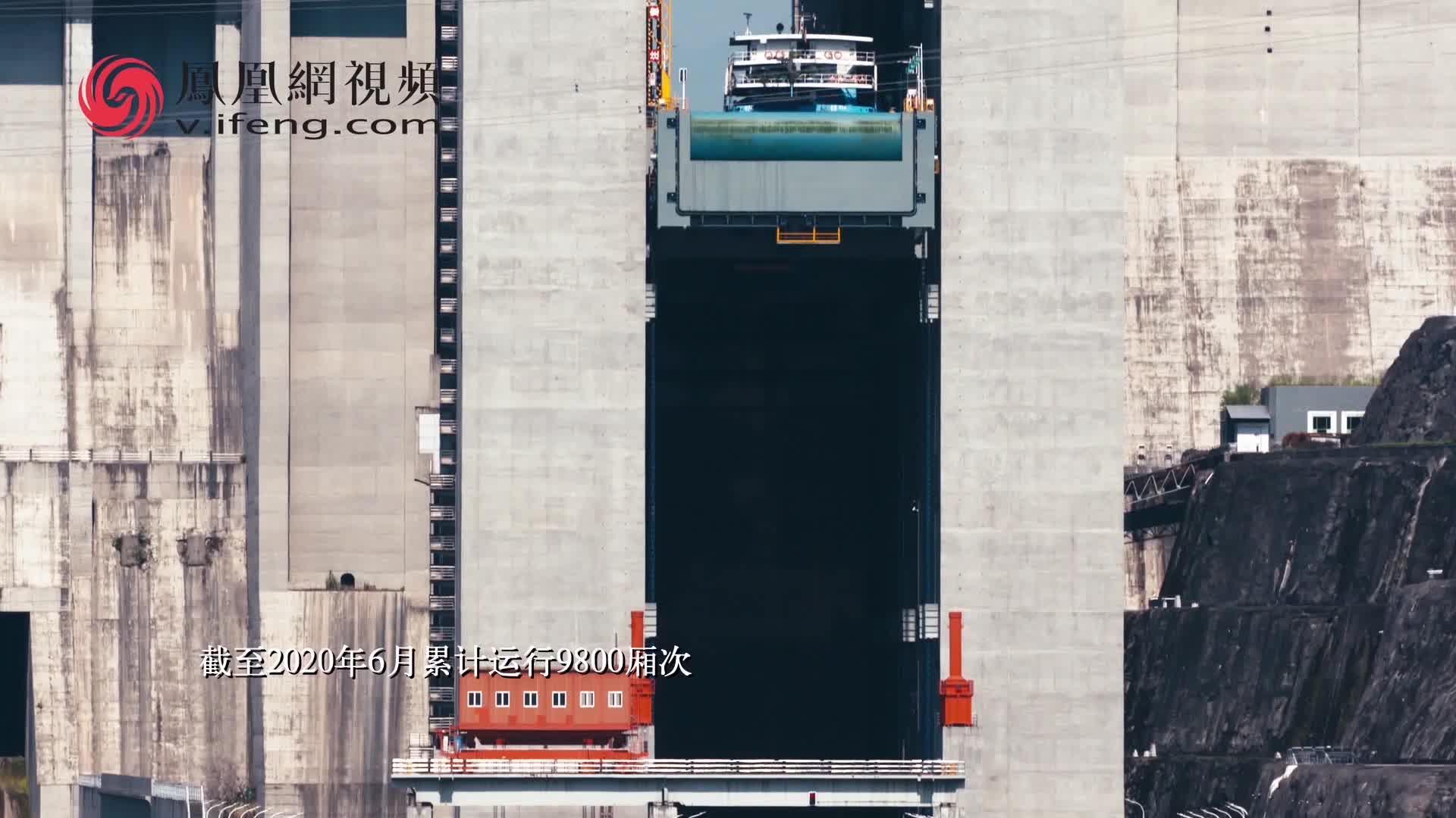 三峡工程是如何改善长江航运条件的?