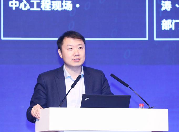 联仁健康副总经理、北方健康总经理邓小宁做主题演讲