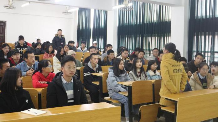 江西应用技术职业学院获奖学生做客学院新闻大讲堂