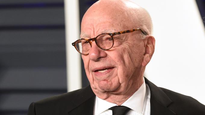 89岁传媒大亨默多克在英国接种新冠疫苗