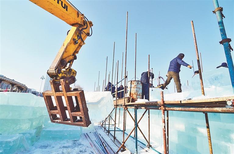 冰雪嘉年华正在建设中。 蒋国红摄