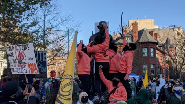 印度农民抗议蔓延至美国街头:印驻美使馆外 甘地雕像又遭破坏