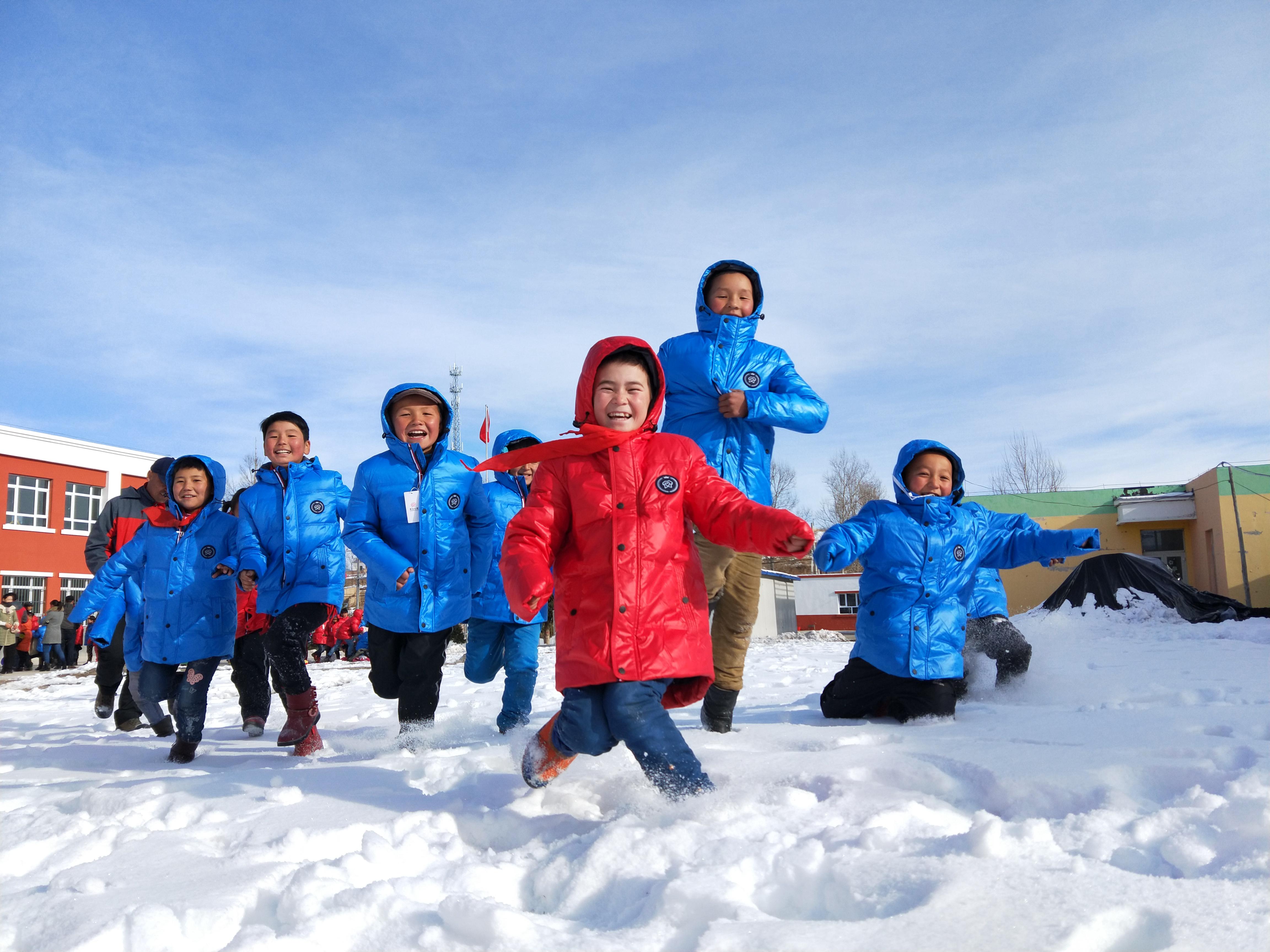 """2020凤凰网""""美丽童行""""优质儿童公益项目:爱心衣橱"""