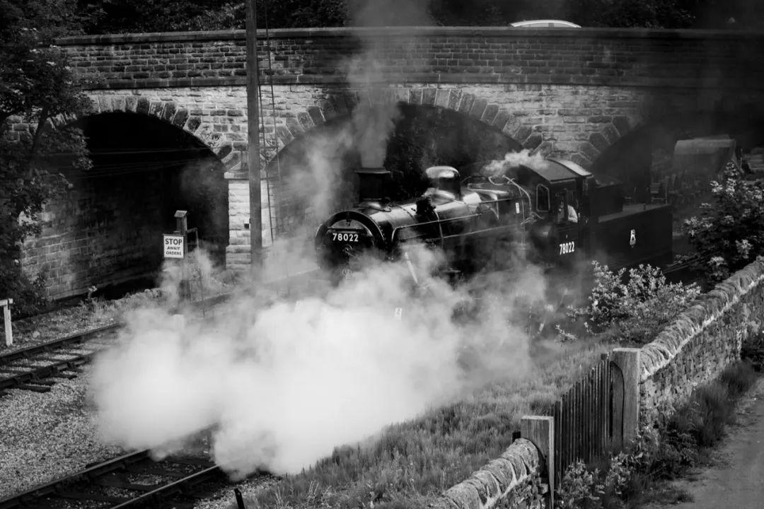 △ 蒸汽火车离站/unsplash