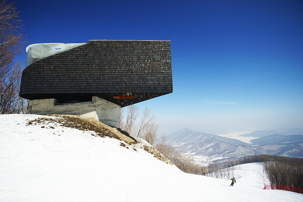 松花湖是全国第一家实现'房雪一卡通'的滑雪场