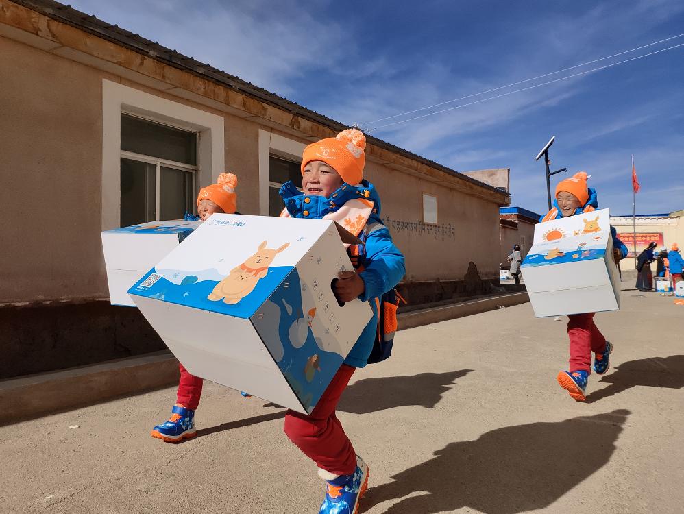 """2020凤凰网""""美丽童行""""优质儿童公益项目:温暖包计划"""