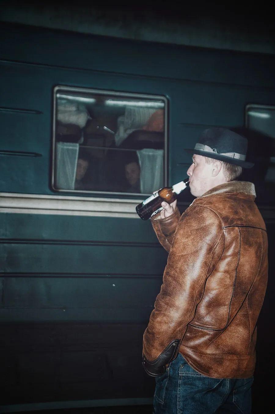 △ 上火车前也要来上一杯/unsplash