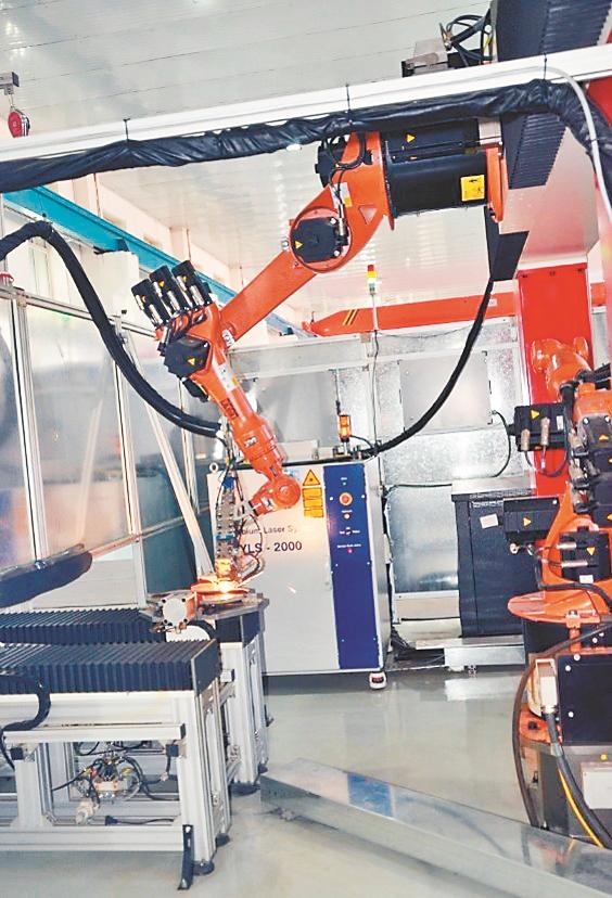 工作中的机器人自动生产线。