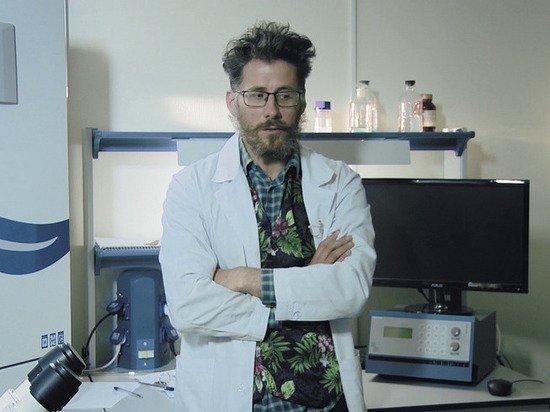 俄罗斯新冠疫苗专家神秘坠楼身亡,被发现时仅穿内衣,还有刀伤