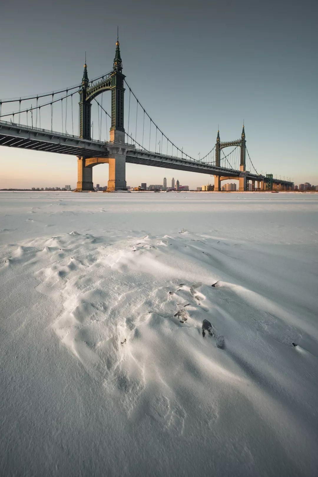 ▲ 哈尔滨阳明滩大桥。千里冰封,万里雪飘。图/视觉中国