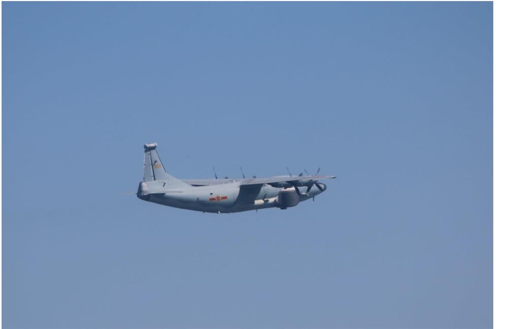"""与""""山东舰""""同日报到,两架解放军军机今日进入台湾空域"""