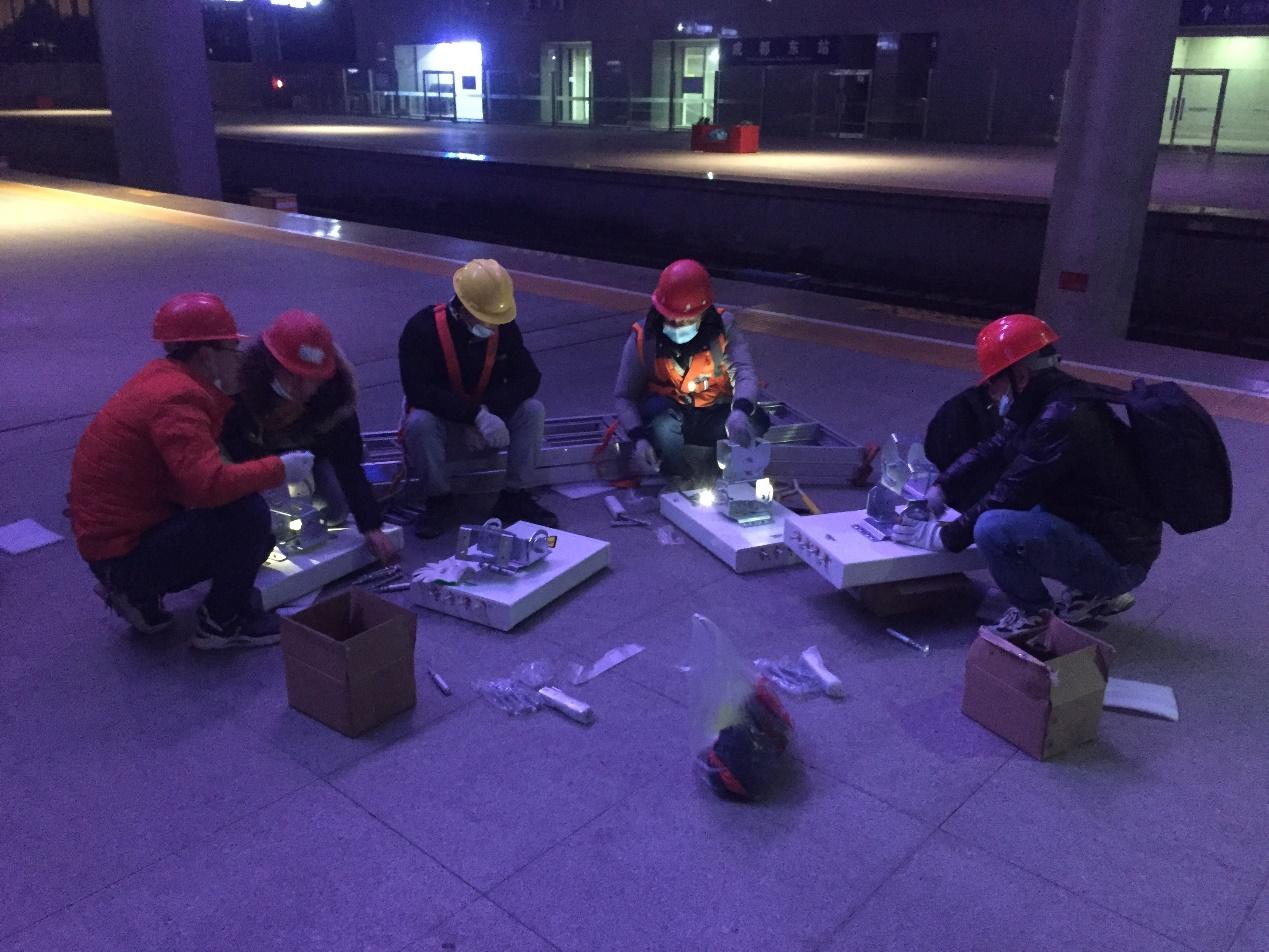 移动建设团队深夜持续开展网络施工