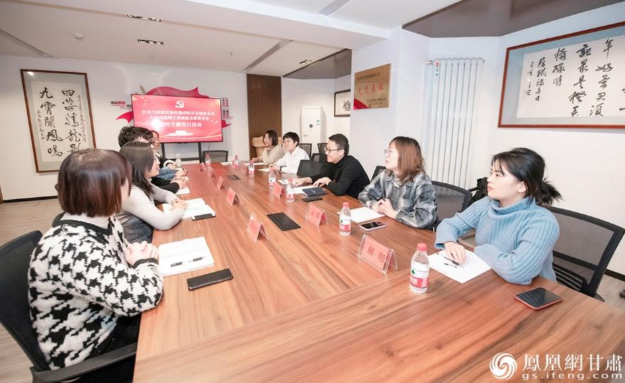 此次联合主题党日活动双方交流了对于党支部建设的经验和创新点 杨艺锴 摄