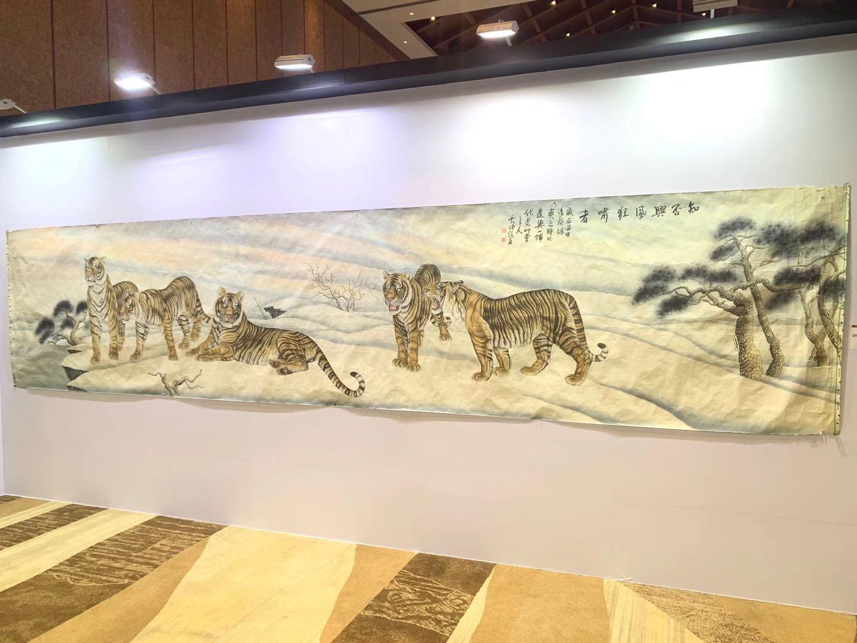 中溯国际拍卖会臧品展览上冯大中的《知否与风狂啸者》。