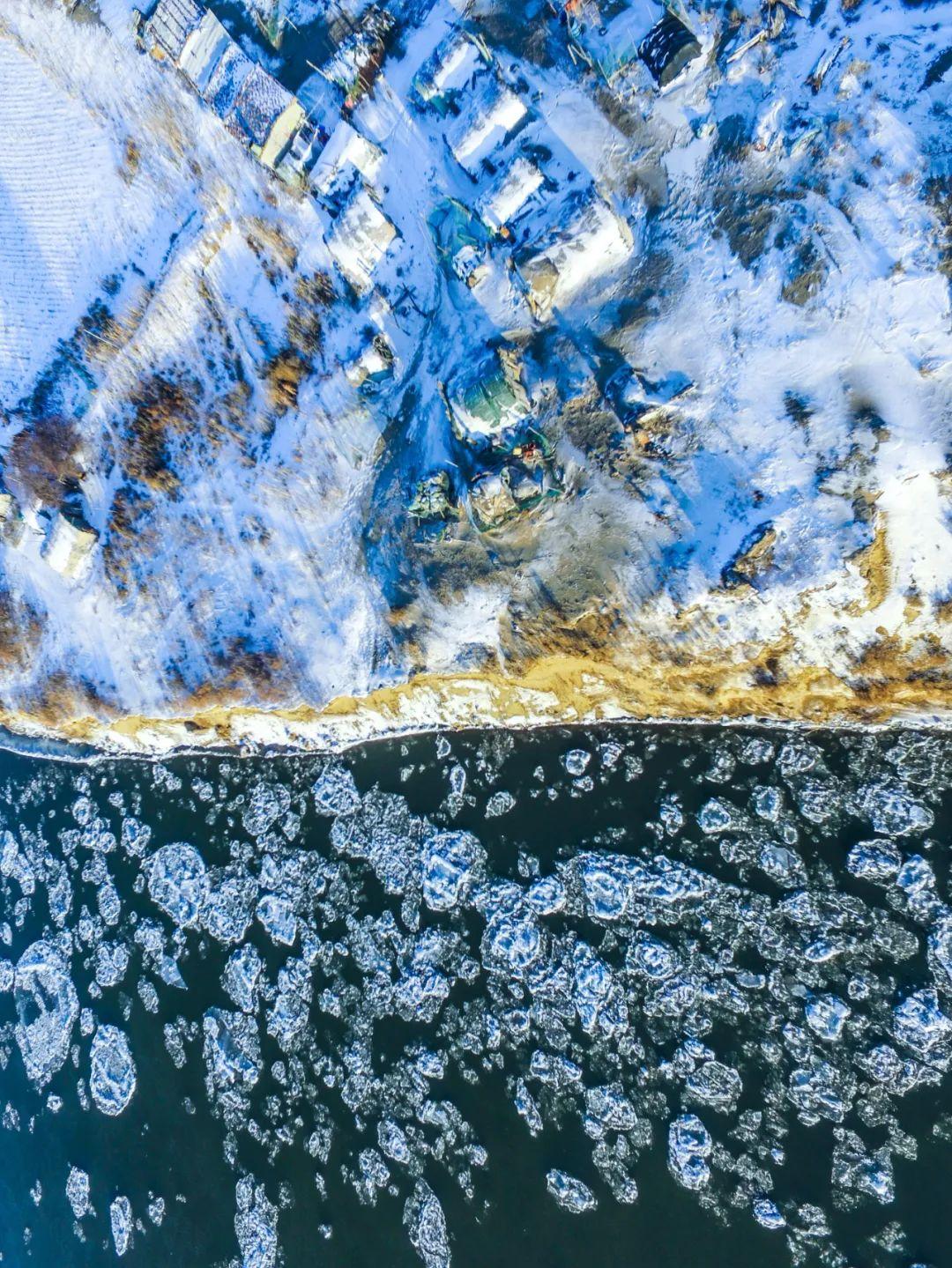 ▲ 冬天被冰封的松花江 。摄影/邱会宁