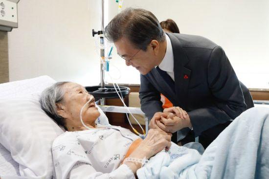 """【贾诩乱舞】_韩国法院判了:日本政府向""""慰安妇""""受害者每人赔60万元"""