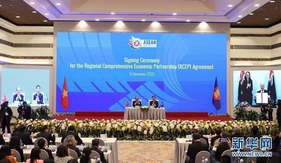(资料图片:这是2020年11月15日在越南首都河内拍摄的区域全面经济伙伴关系协定(RCEP)签署仪式现场。来源:新华社/越通社)