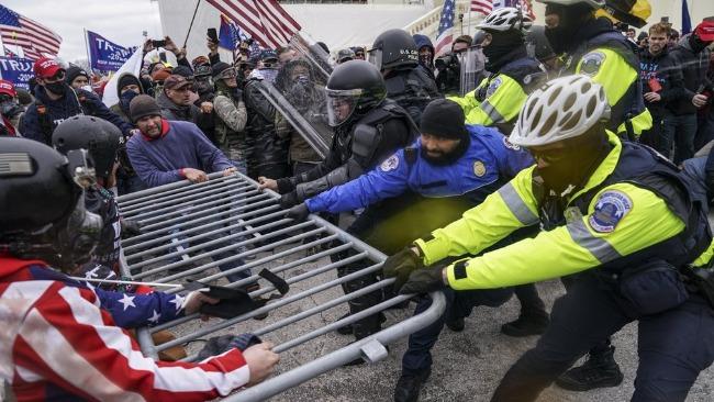 美国示威者攻破国会大厦:场面混乱 多个盟国领导人表态