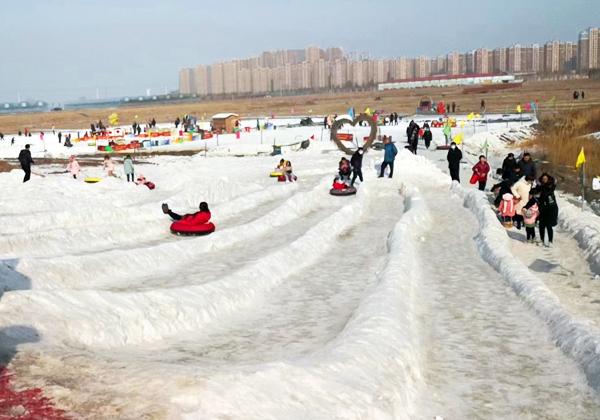 一起来雪地里撒点儿野 才不辜负这个冬天