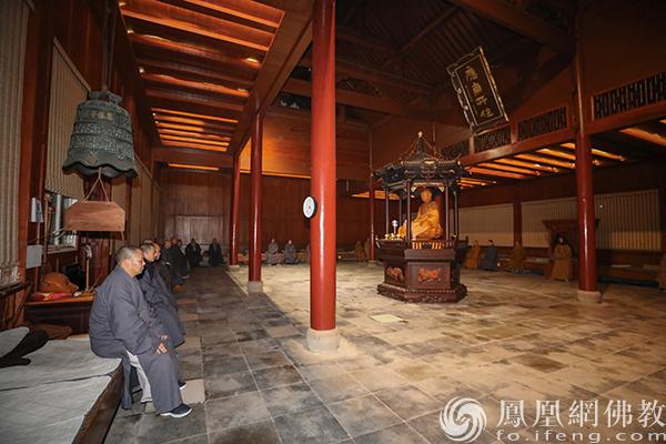 开示现场(图片来源:凤凰网佛教 摄影:普陀山佛教协会)