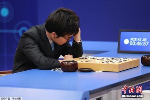 围棋国手柯洁:人工智能是冰冷的 我这辈子打败不了AI了