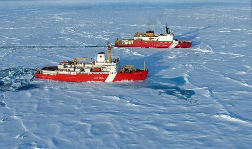 先管好自己吧!美国大乱之时,美海军部部长:北极巡逻时将紧盯中俄