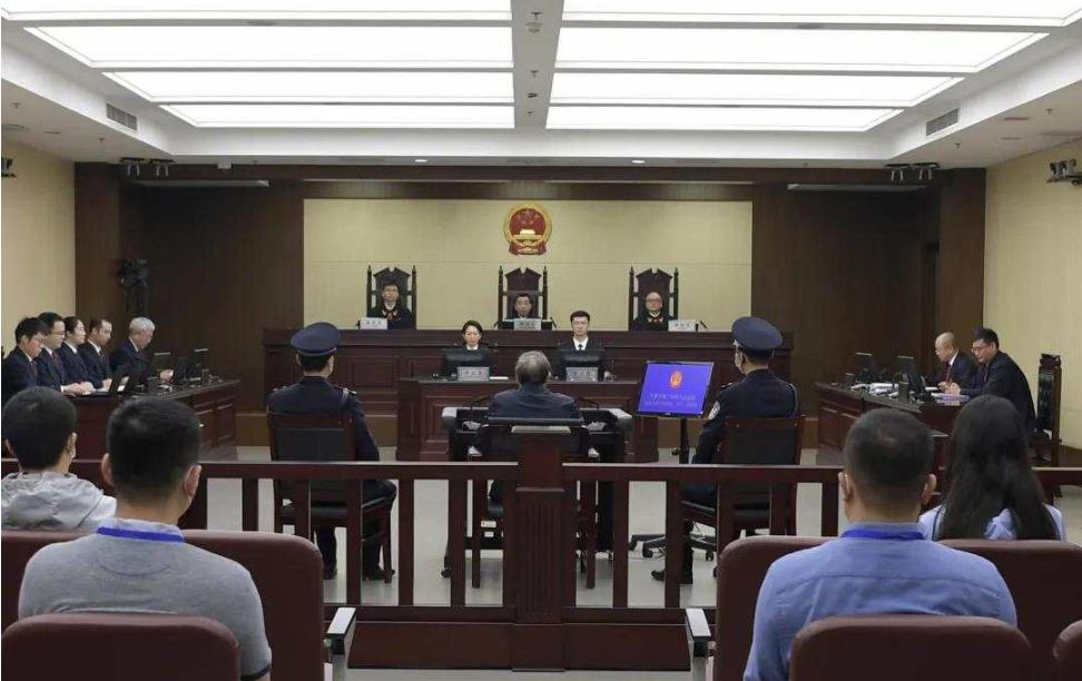 贪近18亿!华融原董事长赖小民被判死刑