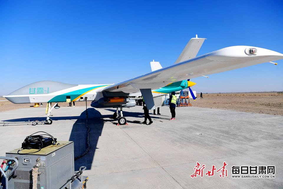 """领先世界!""""中国造""""人工影响天气无人机首飞成功"""
