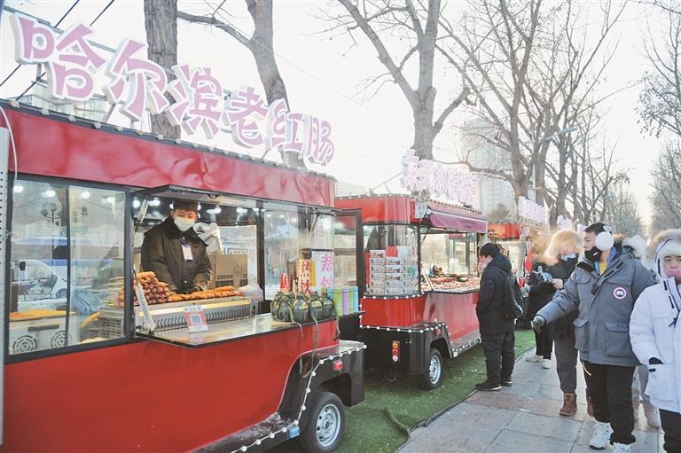 ←斯大林公园内的冰城美食车。
