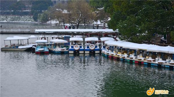 (年嘉湖雪景,摄影:十月枫)