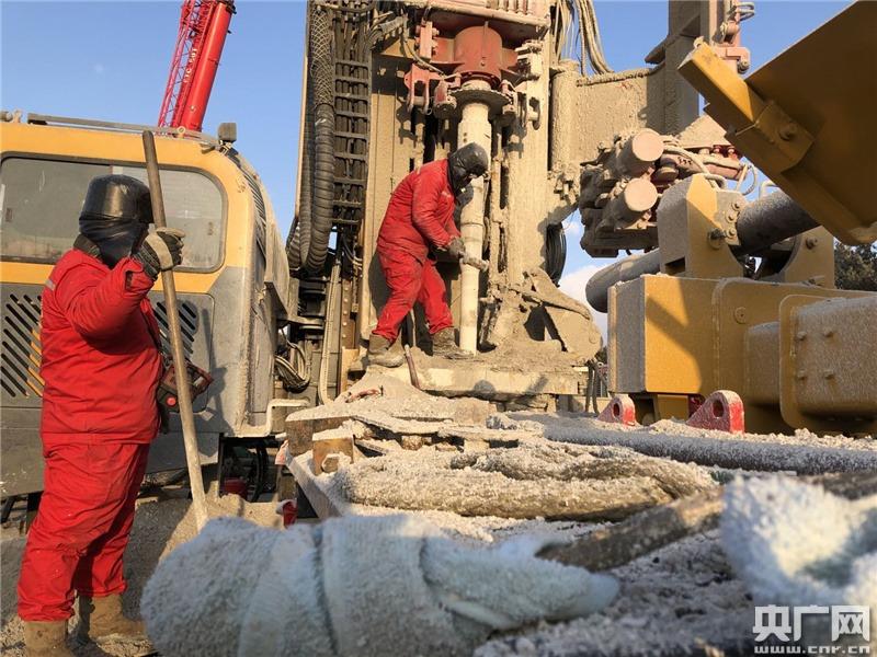 山东烟台金矿爆炸超6天仍未发现被困人员 救援尝试盲投救生物资
