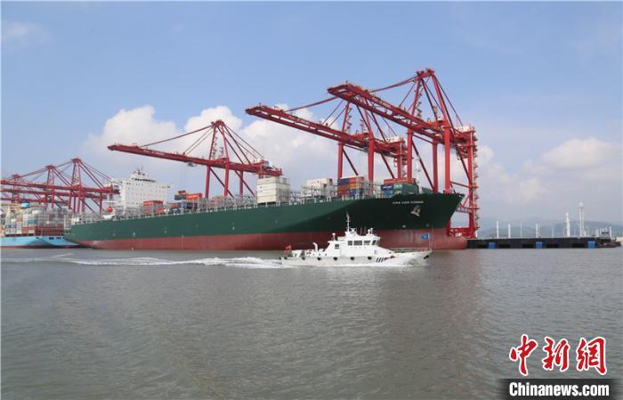 2020年浙江宁波船载危货进出港量再超2亿吨