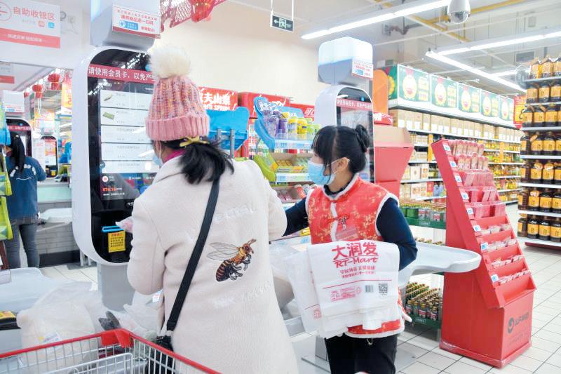 超市为顾客提供可生物降解塑料袋