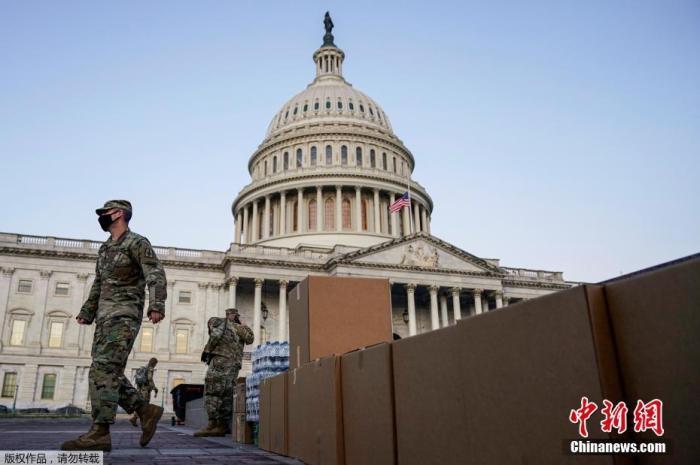【疯米】_美国新墨西哥州宣布紧急状态 州议会大楼加强安保