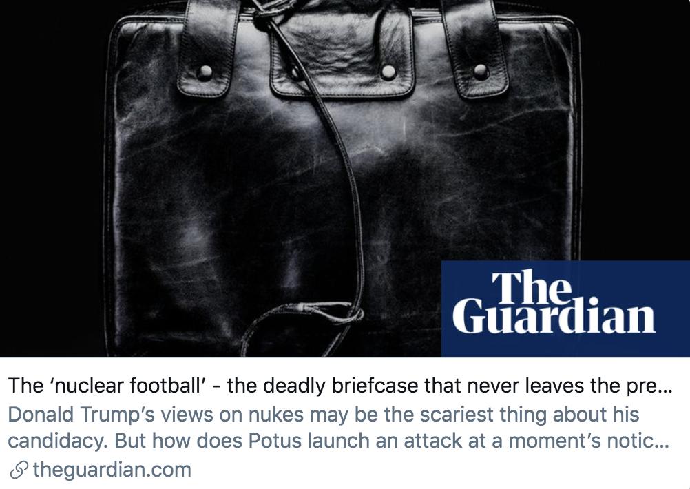 """""""核足球""""——永不离开总统身边的致命公文包。/ 《卫报》报道截图"""
