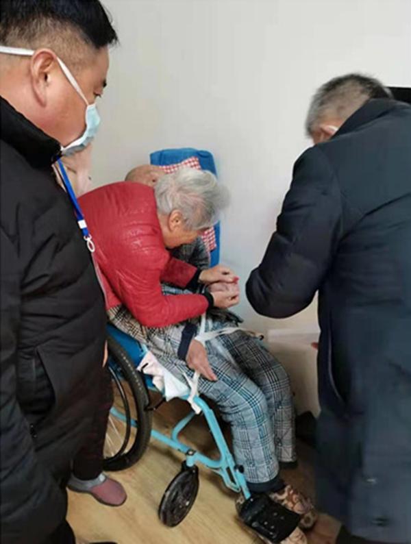 """睢县不动产登记中心为不便群众开通""""绿色通道""""上门服务"""