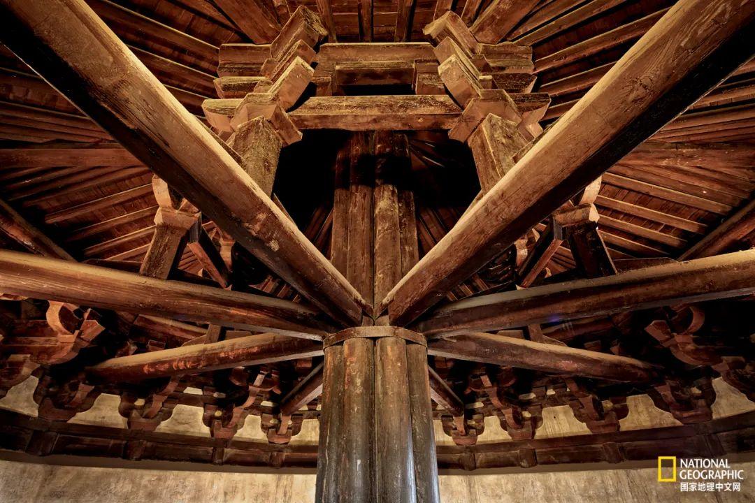 天宁寺木塔以古老的塔心柱结构称孤海内。