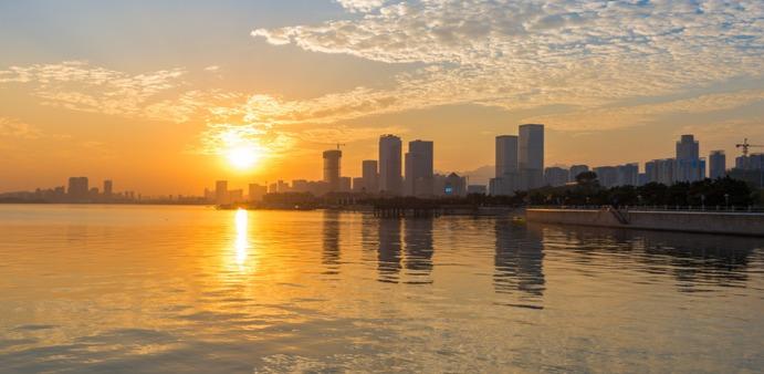 遇见另一份美好 青岛海边的晚霞有多美?