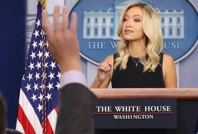 """【idealoeye】_特朗普清算时刻到来,白宫新闻官成""""过街老鼠"""""""