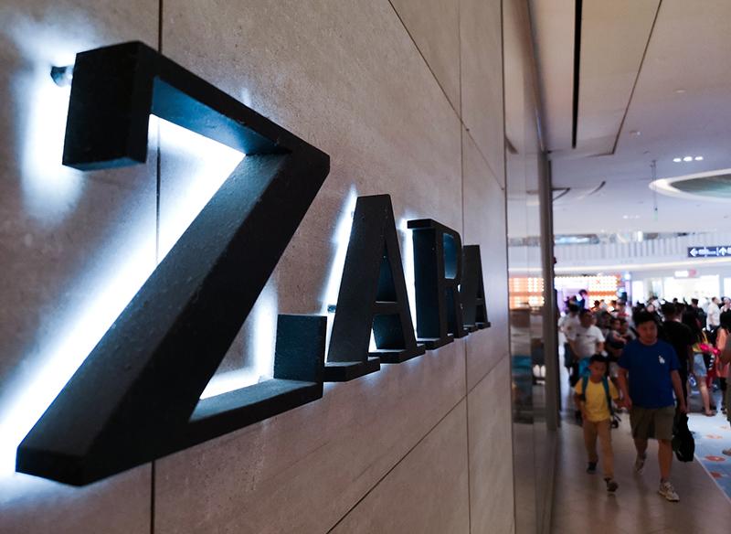 Inditex集团在发布2020年第一季度业绩报告时作出预告,表示全年将在全球关店1000至2000家,是2019年计划的两倍,亚洲市场或关闭340至400家    摄影记者/任玉明