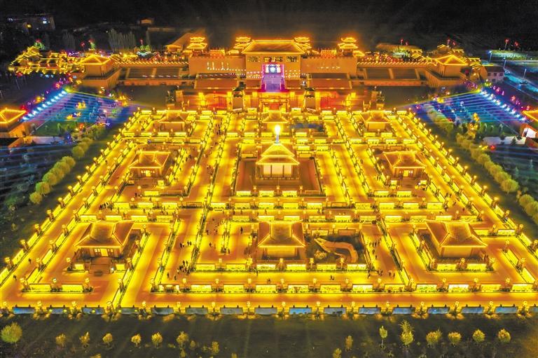 屋兰古镇旅游景区 坐标:张掖市甘州区碱滩镇古城村 距张掖高铁西站26公里