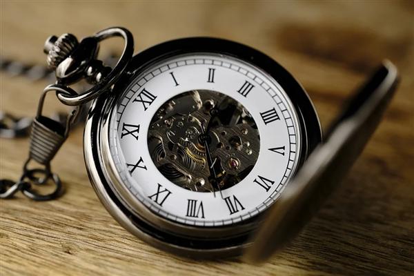 地球自转变快致每日时间变短:科学家提议将1分
