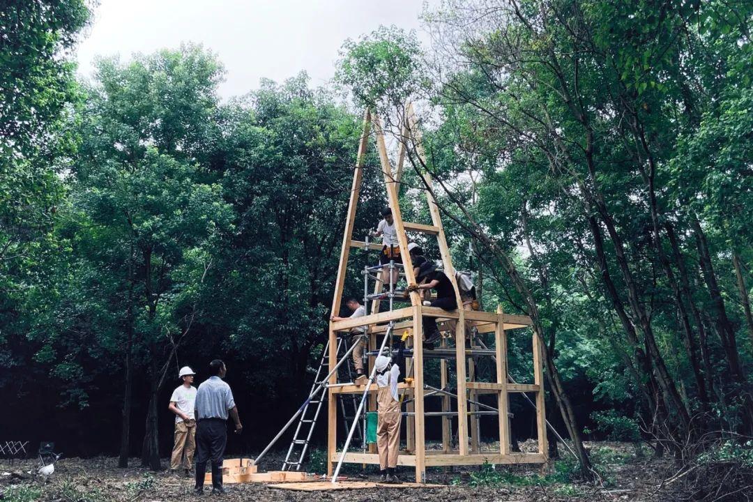 建造中的木屋