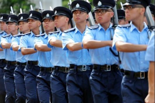 【魅蓝 e】_投考香港警队人数上升 网友:佩服港警专业精神