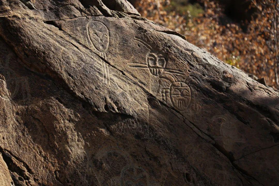 △每当有画家来到贺兰山,都不由得感叹,这里的满山岩画才是艺术的家乡/图虫创意