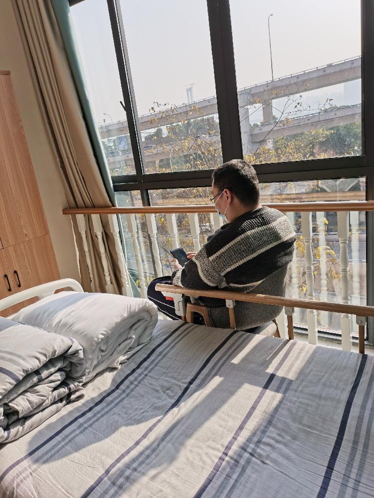 【ix】_39岁网络技术员入住养老院 早6晚9的作息、和老人一起追剧