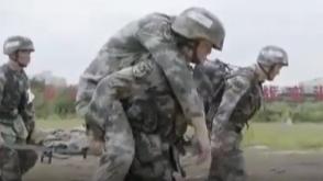 国产机械外骨骼惊艳亮相!女兵扛起140斤男兵健步如飞